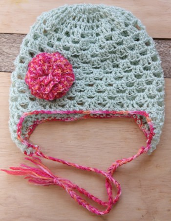The finished beanie with flower